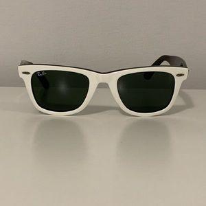 White Ray-Ban Wayfarer - polarized lenses